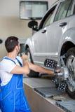 Automobile con i sensori sulle ruote Immagini Stock