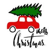 Automobile con un albero di Natale Buon Natale Iscrizione moderna scritta a mano della spazzola Fotografia Stock