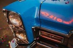 Automobile d'annata blu del faro retro Immagine Stock Libera da Diritti