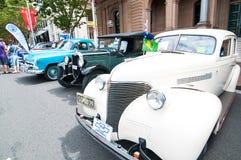 Automobile d'annata di Chevrolet con colore bianco panna nei saloni dell'automobile classici il giorno dell'Australia Immagini Stock Libere da Diritti