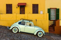 Automobile d'annata nel distretto della BO Kaap, Cape Town, Sudafrica fotografia stock