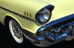 Automobile del classico di colore giallo 57 Fotografie Stock