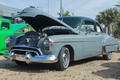 Automobile del Fastback di Oldsmobile su esposizione Fotografia Stock