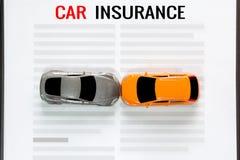 Automobile del giocattolo di incidente con assicurazione auto Fotografia Stock