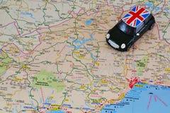 Automobile del giocattolo sulla mappa Fotografia Stock