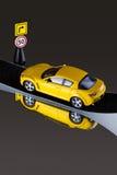 Automobile del giocattolo sulla strada Fotografie Stock Libere da Diritti