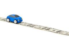 Automobile del giocattolo sulla strada dei soldi Immagini Stock Libere da Diritti