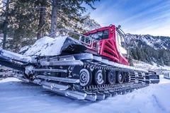 Automobile del groomer della neve, sulla vista laterale Fotografia Stock