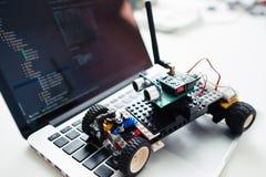 Automobile del rc di Diy fatta sulla base del microcontroller Fotografie Stock Libere da Diritti