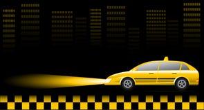 Automobile del tassì sul paesaggio urbano alla notte Immagine Stock Libera da Diritti