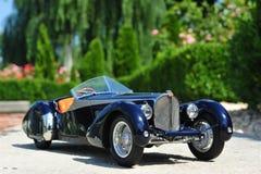 Automobile dell'automobile scoperta a due posti dello Sc Corsica di Bugatti 57 retro immagini stock