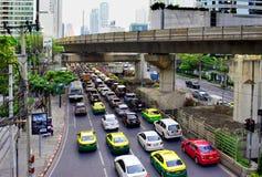 Automobile dell'ingorgo stradale sull'ora di punta della strada di mattina in Tailandia Immagine Stock Libera da Diritti