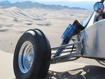 Automobile della sabbia che trascura le dune di Dumont Fotografie Stock