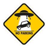 Automobile di abduzione del UFO del segnale stradale Immagine Stock Libera da Diritti