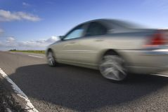 Automobile di accelerazione. Volvo s80 Fotografie Stock Libere da Diritti