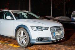 Automobile di Audi A6 alla notte Fotografie Stock