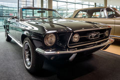 Automobile di cavallino Ford Mustang V8 Cabrio GT, 1967 Fotografie Stock Libere da Diritti