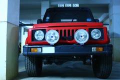 Automobile di colore rosso con le lampade potenti della nebbia Fotografia Stock Libera da Diritti