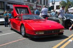 Automobile di Ferrari Testarossa su esposizione immagine stock