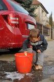 Automobile di lavaggio del ragazzo Fotografie Stock