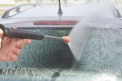 Automobile di lavaggio della mano fotografie stock libere da diritti