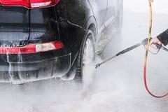 Automobile di lavaggio Fine in su Acqua ad alta pressione Fotografia Stock Libera da Diritti