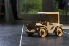 Automobile di legno del giocattolo Fotografie Stock