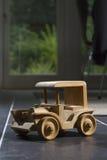 Automobile di legno del giocattolo Fotografia Stock Libera da Diritti
