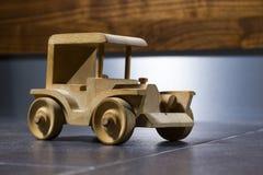 Automobile di legno del giocattolo Immagine Stock