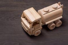 Automobile di legno del giocattolo, vista superiore immagini stock libere da diritti