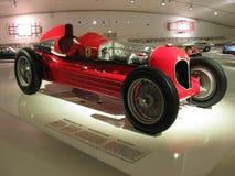 Automobile di lusso ALFA ROMEO 16C Bimotore di sport rosso vecchia in museo fotografia stock libera da diritti