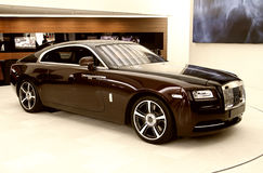 Automobile di lusso nella sala d'esposizione Fotografia Stock Libera da Diritti