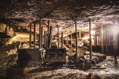 Automobile di miniera in una miniera d'argento, Tarnowskie sanguinoso, sito di eredità dell'Unesco Immagini Stock