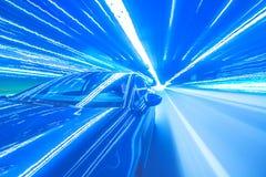 Automobile di notte e luci al neon Immagine Stock