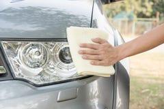 Automobile di pulizia la parte anteriore dell'automobile Fotografia Stock Libera da Diritti