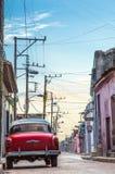 Automobile di rosso di tramonto Immagini Stock