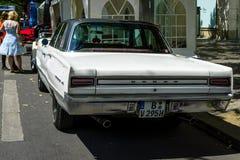 Automobile di taglia media Dodge Coronet, 1967 Isolato su bianco Immagine Stock