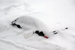 Automobile dopo una tempesta della neve Fotografia Stock Libera da Diritti