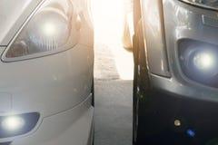 Automobile due nell'area di parcheggio immagini stock libere da diritti