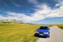Automobile in Durmitor Parc Montenegro Fotografia Stock Libera da Diritti