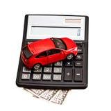 Automobile e calcolatore del giocattolo sopra bianco Immagini Stock