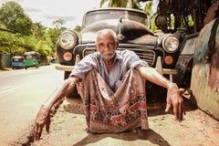 Automobile e uomo anziano classici fotografie stock