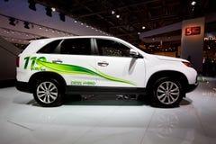 Automobile elettrica bianca Kia Sorento Fotografie Stock Libere da Diritti
