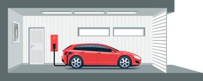 Automobile elettrica che fa pagare a casa nel garage Fotografia Stock