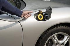 Automobile elettrica che ricarica Fotografia Stock Libera da Diritti