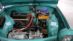 Automobile elettrica della costruzione archivi video