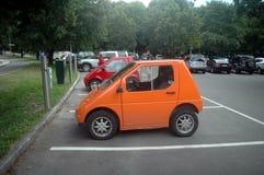 Automobile elettrica di carico Immagine Stock Libera da Diritti