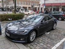 Automobile elettrica, facente pagare Fotografia Stock Libera da Diritti