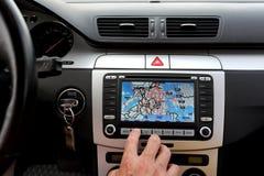 Automobile esclusiva, tergicristallo, cruscotto con la lastra di vetro dei gps Fotografia Stock