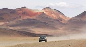Automobile fuori strada a Dali Desert in Bolivia Immagine Stock Libera da Diritti